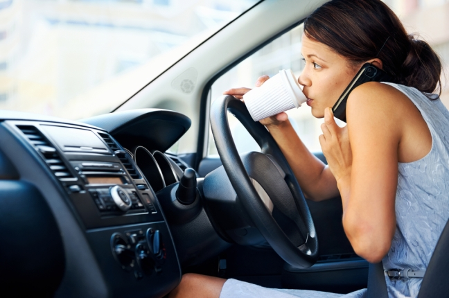 distracted-women-driving